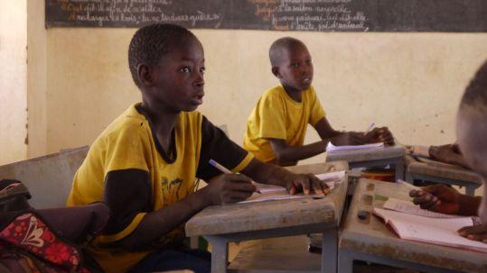 Local children attending school _ Kinder besuchen die Schule Credit WeForest_preview